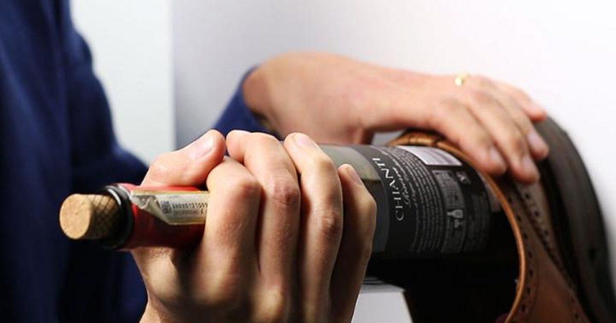Como-abrir-uma-garrafa-de-vinho-sem-saca-rolha