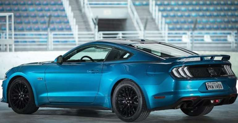 ford-mustang-azul-Belize